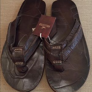 Other - NWT. Mens Hollister Leather Sandals. Dark Brown